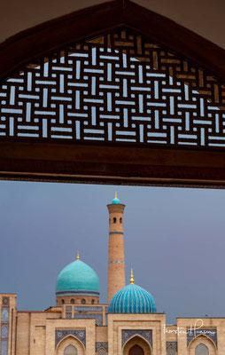 Es wurde 1530 für den Herrscher von Taschkent Sujundsch Han Scheibani erbaut. Mitte des 16. Jahrhunderts wurde der Komplex in die heutige Medresse umgebaut.