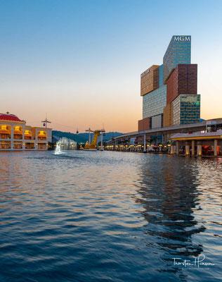 MGM Macau (chinesisch: 美 美 高; früher als MGM Grand Macau bekannt) ist ein 35-stöckiges Casino-Resort mit 600 Zimmern in Sé, Macau.