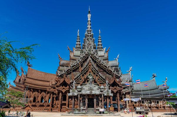 Das Heiligtum der Wahrheit liegt in der Naklua Soi 12 im Ortsteil Naklua (Naklua – Salzfelder) der Stadt Pattaya im Landkreis (Amphoe) Bang Lamung der Provinz Chonburi im östlichen Teil von Zentralthailand.