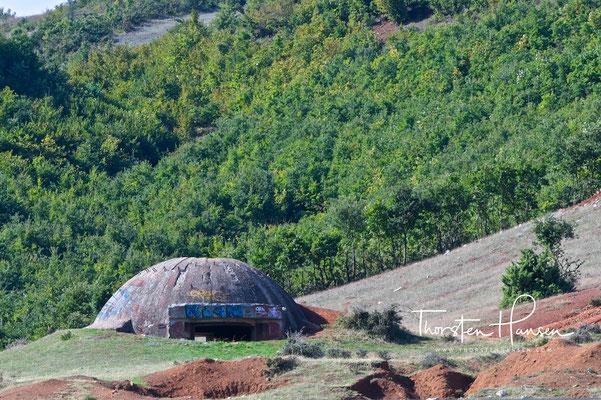 Bunker an der Grenze zu Mazedonien in Albanien