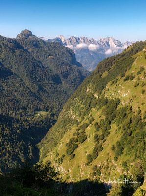 Blick in Val Vescova und auf das in der Ferne liegende Rifugio Furio Bianchet