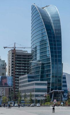 Das größte Gebäude der Stadt, den 105m hohen, 25 stockwerkigen Blue Sky. Er repräsentiert die moderne Mongolei und hat den Design eines Turmes in Dubai.