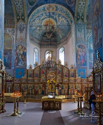Zwischen 21. August 1896 und 1911 erbaute Nikolajew, nach den Plänen des Sohnes der Klostergründerin, die 2500 Gläubige fassende Heilige-Nikolaus-Kathedrale, die bis in die Gegenwart größte Kirche Kiews, mit 13 vergoldeten Zwiebelkuppeln.