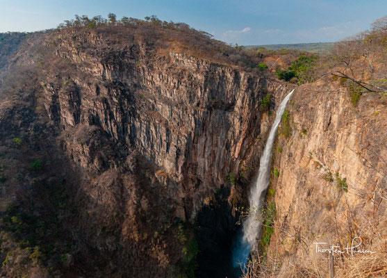 Archäologisch gesehen ist Kalambo einer der wichtigsten Fundorte in Afrika. John Desmond Clark war der erste, der 1953 im Bereich eines kleinen Seebeckens oberhalb des Wasserfalls das archäologische Potenzial der Region erkannte