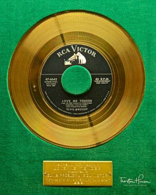 Goldene Schallplatte für Love me Tender