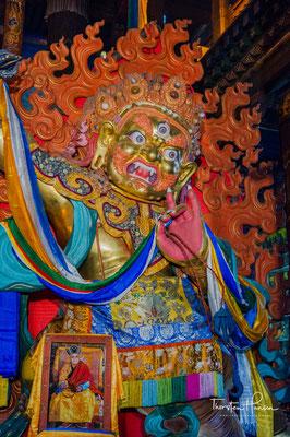 Die buddhistische Gemeinde ließ 1996 mit umgerechnet fünf Millionen Dollar Spenden eine neue vergoldete Janraisig errichten.
