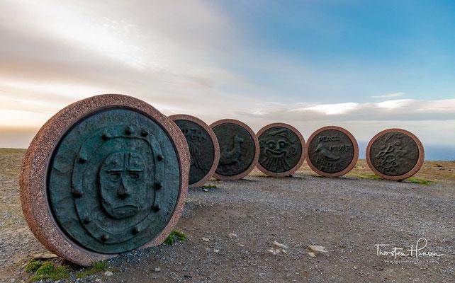 Das Denkmal der Kinder der Welt ist ein Denkmal auf dem Nordkapplateau in Norwegen. Die Vorlagen für die sieben Reliefs wurden im Juni 1988 von sieben Kindern unterschiedlicher Nationen angefertigt, die hier für eine Woche zusammen kamen.