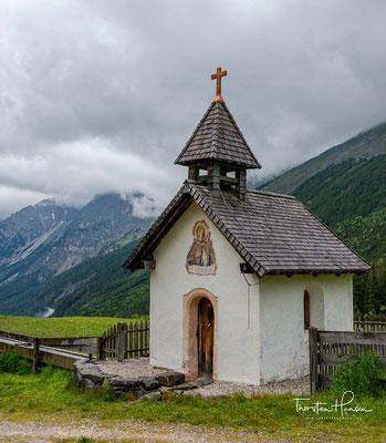 Seinen Namen trägt das Karwendel nach dem altdeutschen Familiennamen Gerwentil, erstmals 1280 erwähnt, der ursprünglich nur auf das Karwendeltal bei Scharnitz beschränkt war.
