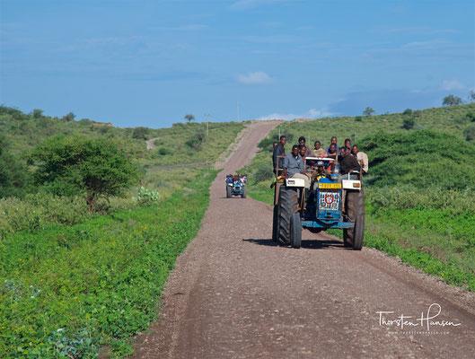 Arbeiter auf dem Weg zu den Feldern