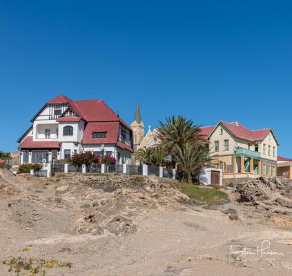 Große wirtschaftliche Bedeutung erlangte Lüderitz ab 1908, als der schwarze Arbeiter Zacharias Lewela bei Schaufelarbeiten an einer Schmalspurbahn einen Diamanten fand.