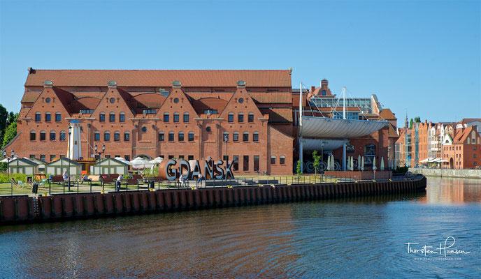 Die Baltische Philharmonie (Polska Filharmonia Bałtycka im. Fryderyka Chopina w Gdańsku) ist eine Konzerthalle in Danzig auf der Bleihofinsel (Ołowianka). Sie entstand in den Jahren 1996 bis 2002.