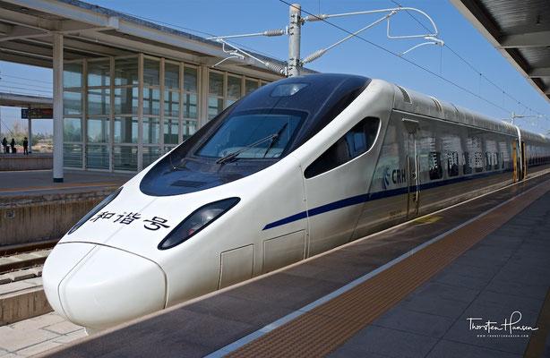 Chinesischer Hochgeschwindigkeitszug in Zhangye