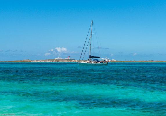 Das nicht einmal drei Hektar große Eiland Gibbs Cay liegt 1½ Kilometer östlich von Grand Turk.