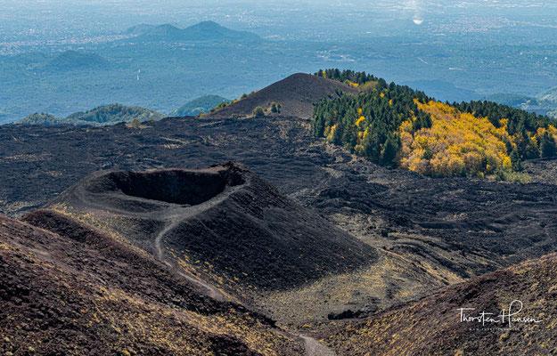 Die basische Lava des Ätna ist durch einen geringen Kieselsäureanteil meist relativ dünnflüssig.