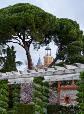 Der Park ging aus den Gärten der Schlossanlagen Buen Retiro (schöne Zuflucht) hervor, die unter der Regierung Philipps II. um das von 1458 bis 1505 auf einer sanften Anhöhe angelegte Hieronymitenkloster San Jeronimo el Real entstanden waren.