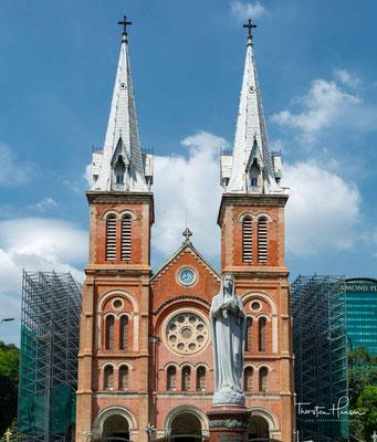 Die zwischen 1877 und 1883 aus Backstein errichtete neoromanische Kathedrale Notre-Dame ist eines der bedeutendsten Kolonialgebäude der Stadt und das Zentrum der katholischen Kirche in Südvietnam