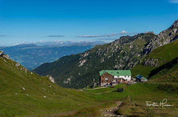 Nach der Einweihung übernahm die Sektion Dresden des Deutsch-Österreichischen Alpenvereins die Leitung des Hauses.