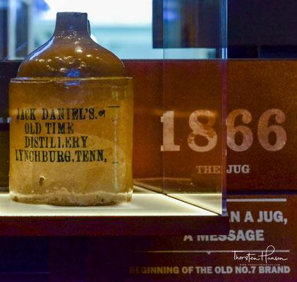 Der Jack Daniel's Master Distiller No.1 ist eine limitierte Sonderabfüllung, die zu Ehren der sieben Master Distiller der Firmengeschichte auf den Markt gebracht wurde. Es ist die erste Edition aus einer limitierten Serie, die insgesamt sieben Flaschen um