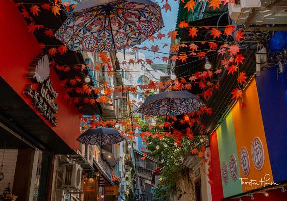 Gleichzeitig blieb die Altstadt erhalten, die den Reisenden stark an das alte Lissabon erinnert.