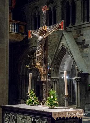 Durch mehrere Brände in den Jahren 1328, 1432 und 1531 wurde die Kirche schwer beschädigt.