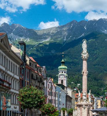 Maria-Theresien-Straße in Innsbruck mit der Annasäule