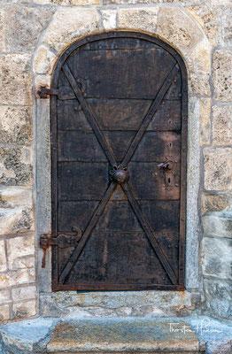 Entsprechend groß war die Gefahr, dass ein Feuer ausbrach. Um eine solche Gefahr frühzeitig zu erkennen, wurde im 13. Jahrhundert an der Südwestecke der Saline ein Wachtturm errichtet, der 1296 als turris in salina urkundlich erwähnt wird.