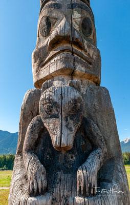Jedes davon ist ein Symbol der Familiengeschichte und der Vorfahren, das eine Verbindung zum Land und seinen Ressourcen darstellt.