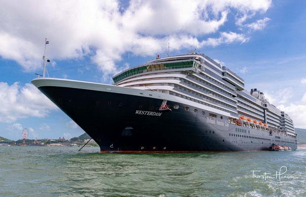 Ein Brand während der Ausrüstung des Schiffes am 17. Oktober 2003 verzögerte die Fertigstellung. Am 25. April 2004 wurde die Westerdam schließlich in Venedig getauft.
