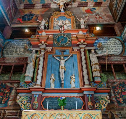 Über den Emporen wird das Vaterunser dargestellt, links des Altars beginnend. Der Legende nach soll bei der Arbeit am Bild für die Textzeile Sondern erlöse uns von dem Übel dem Maler der Teufel erschienen sein.
