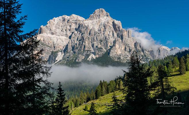 Dieser Bergstock steht südöstlich über dem Passo Duran. Seine Ausmaße nehmen sich bescheiden gegen die, auf der anderen Seite des   Passo Duran gelegenen Civetta-Gruppe 3220 m aus.
