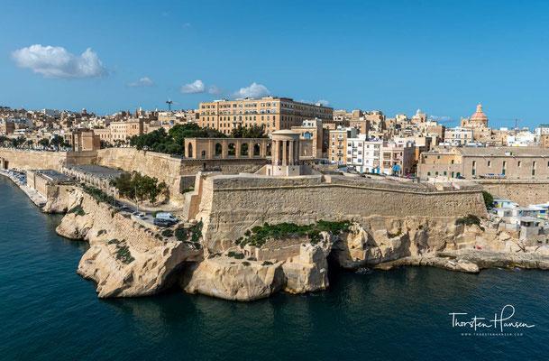 Der offizielle Name, den der Malteserorden der Stadt einst gab, war Humilissima Civitas Vallettae (Höchst bescheidene Stadt von Valletta) nach Jean Parisot de la Valette, dem damaligen Großmeister des Ordens.