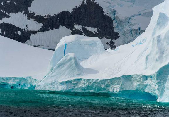 Die Schiffspassage durch den Kanal zur oder von der Petermann-Insel gilt als einer der Höhepunkte einer Antarktisreise mit einem Kreuzfahrtschiff.