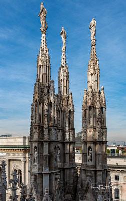 Um 1400 wurde die Apsis hochgezogen, das Jahr 1402 wurde für das Maßwerk der 22,5 Meter hohen, mit Glasmalereien ausgestatteten Chorfenster mit ihren rotierenden Fischblasen genannt