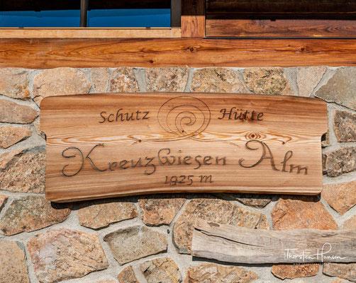 Die Kreuzwiesen Alm in Südtirol in der Nähe von Brixen in Lüsen, ist eine der schönsten Schutzhütten von Südtirol. Hier zu schlafen bedeutet Nostalgie vergangener Tage zu erleben
