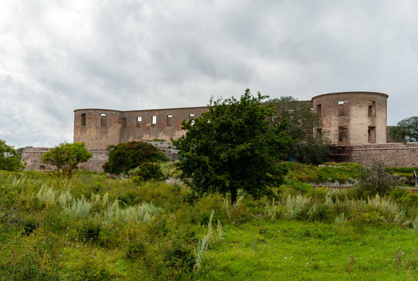 Das Borgholmer Schloss ist aus einem Wehrturm des 12. Jahrhunderts entstanden und wurde mit seiner strategischen Bedeutung in den Kriegen der Schweden gegen die Dänen ständig erweitert.