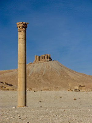 Qala´at  ibn Maan mit Säule