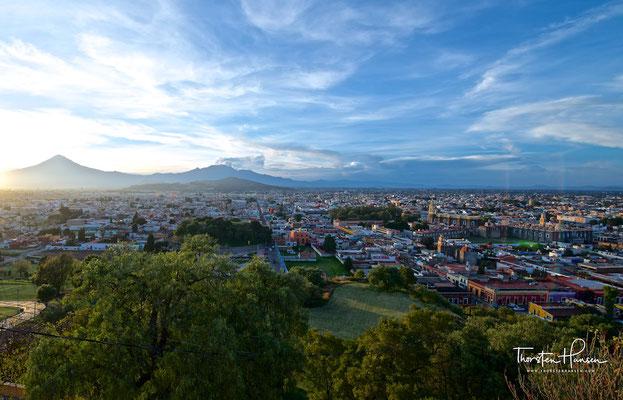 Der Popocatépetl (Nahuatl- Popōcatepētl (= rauchender Berg)
