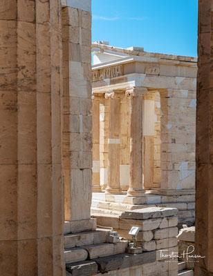 Die Propyläen der Akropolis von Athen waren Vorbild für viele neuzeitliche Nachbauten vor allem in der Zeit des Klassizismus, beispielsweise das Brandenburger Tor in Berlin