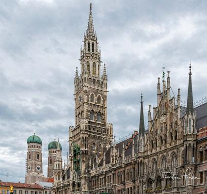 Das Neue Rathaus am Marienplatz in München. Es wurde von 1867 bis 1909 in drei Bauabschnitten durch Georg von Hauberrisser im neugotischen Stil erbaut.