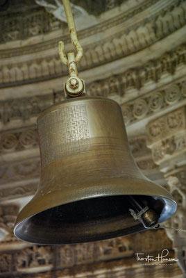 Der Adinath-Tempel verfügt über ein außergewöhnlich reiches Baudekor. Dies betrifft sowohl die Deckengestaltung der einzelnen Bauteile...
