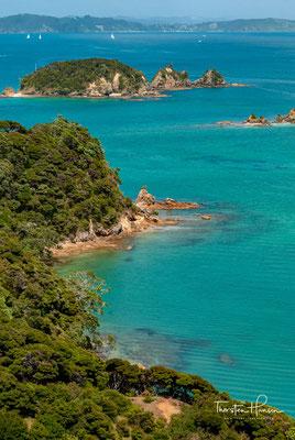 1927 war die Otehei Bay Basis für die Angelexpeditionen des US-Autors Zane Grey, später wurde hier ein auf Angler ausgerichtetes Ressort errichtet