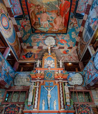 Die Kirche von Habo, die in Form einer Basilika errichtete Holzkirche ist bekannt für ihre umfangreiche Ausgestaltung mit Wand- und Deckengemälden.