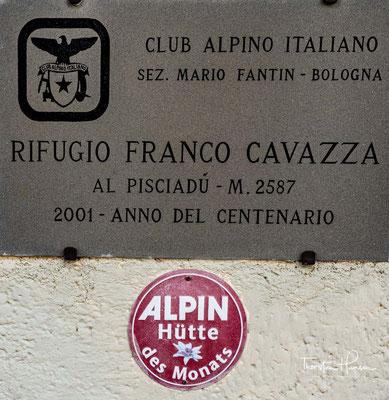 Die Pisciadùhütte liegt in einer mondähnlichen Landschaft auf 2585 m s.l.m. im nördlichen Sellagebiet südlich des Grödner Jochs in Italien.