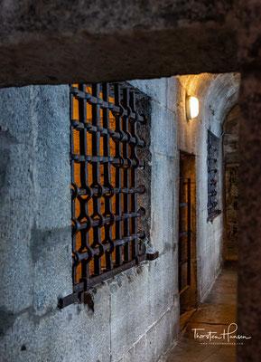 """Im Dogenpalast selbst befanden sich einige ausgesprochen feuchte Gefängniszellen im Erdgeschoss, die berüchtigten 19 """"Pozzi"""","""