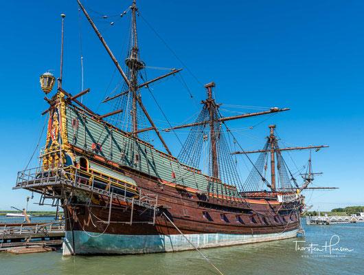 Die Batavia war ein Ostindienfahrer (niederländisch: Spiegelretourschip), der für den Transport von Gütern zwischen der Republik der Sieben Vereinigten Provinzen und den Städten und Festungen der Niederländischen Ostindien-Kompanie vorgesehen war
