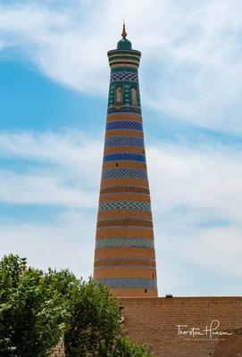 Das Minarett Islam Khodja ist das höchste Minarett in Ichan Qal'а, der zum UNESCO-Welterbe zählenden historischen Altstadt Chiwas. Es wurde im frühen 20. Jahrhundert zusammen mit der Medrese Islam Khodja gebaut.