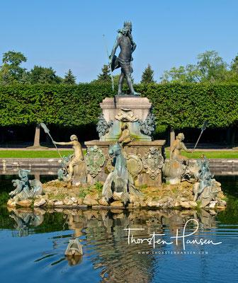 Neptunbrunnen in Sankt Petersburg, Peterhof