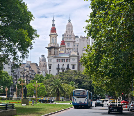 Der Palacio Barolo ist ein Bürogebäude mit 22 Stockwerken im Stadtteil Montserrat