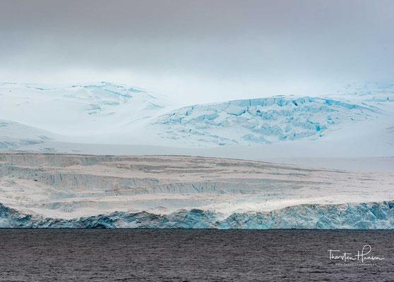 Es handelt sich um das am dichtesten mit Forschungsstationen besetzte Gebiet der Antarktis.