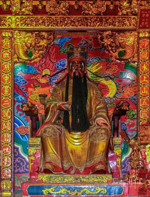 Neben Konfuzius gibt es auch Statuen seiner Schüler Mencius und Zihsih.